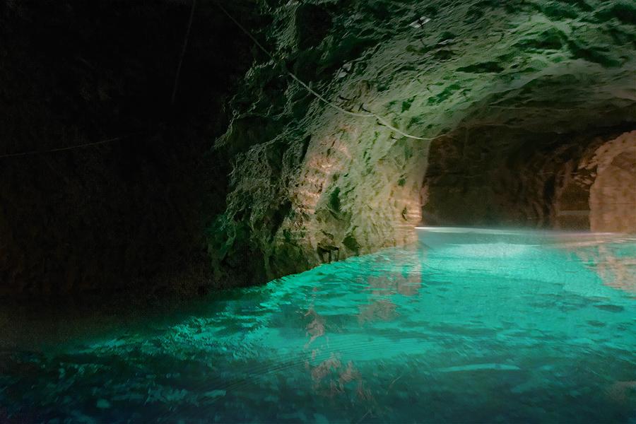 Der größte unterirdische See Europas – Bilder zum Träumen <3