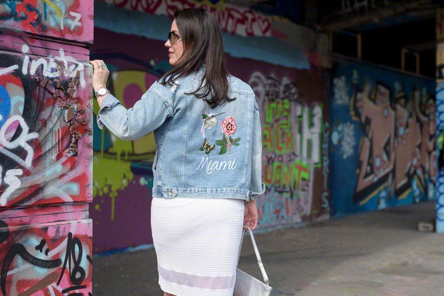 Bestickte Jeansjacke und wie man effizient den Tag plant